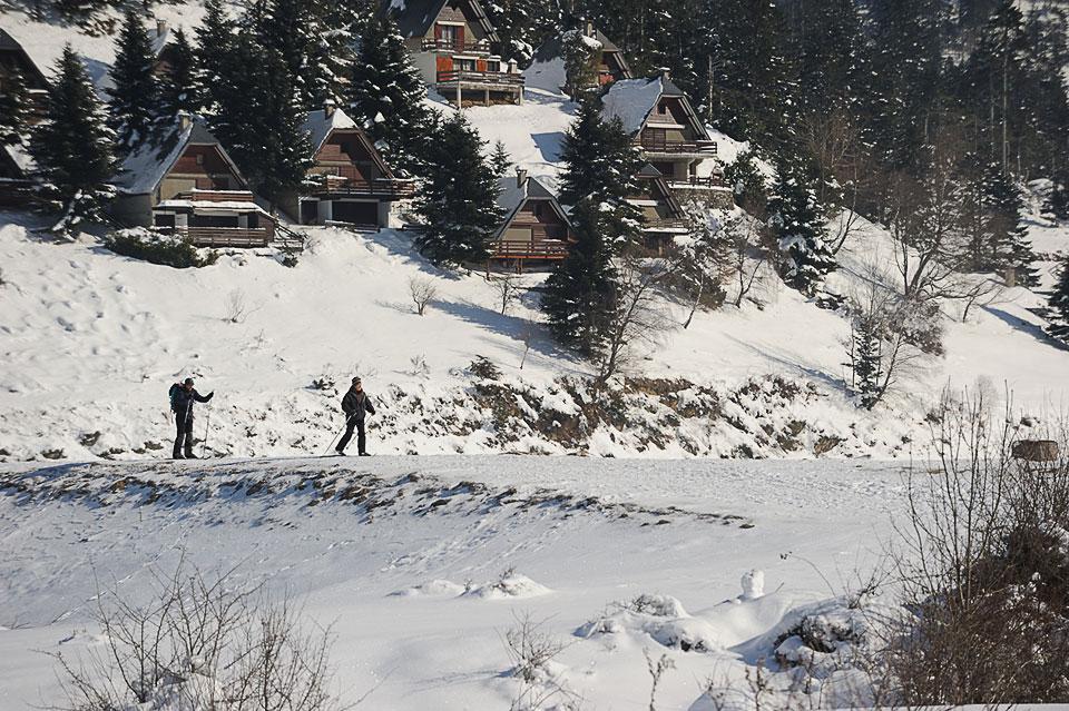 Chalets sur le Lac de Payolle gelé